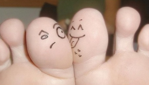 funny-feet-faces