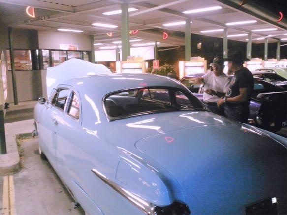 lookingat-the-car